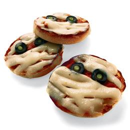 Pizza-mummies-halloween-recipe-photo-260-FF1005ALMAA02